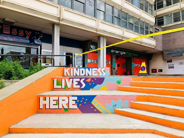 Kindness lives here mural